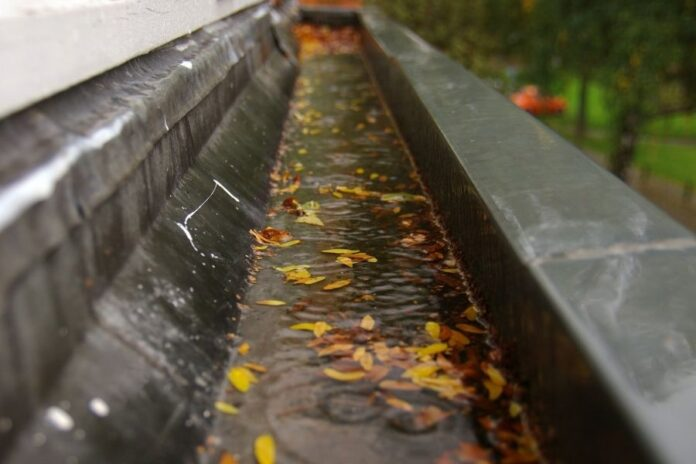 Should You Replace Your Gutters in Troy Michigan? Here Are The Warning Signs